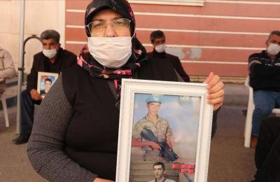 HDP'den ve PKK'dan oğlumu istiyorum. Oğlumu almadan gitmiyorum