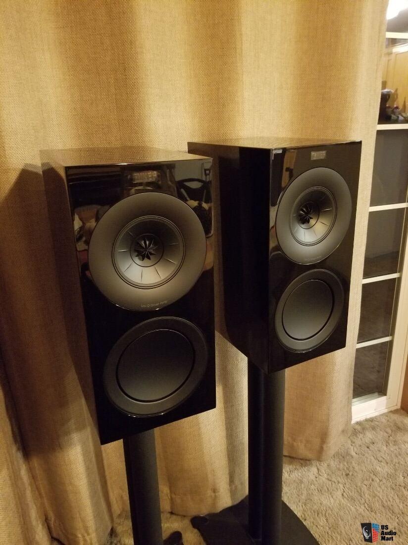 Kef R3 in gloss black Photo #2062101 - US Audio Mart