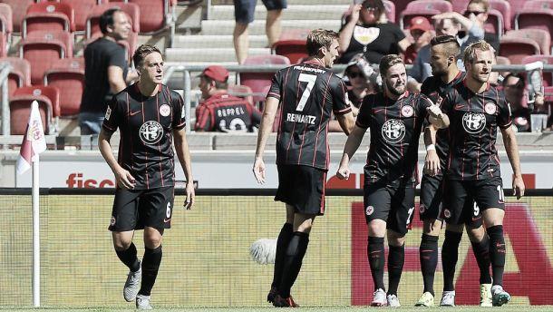 Com dois gols de Castaignos, Eintracht Frankfurt goleia Stuttgart fora de casa e vence a primeira na Bundesliga