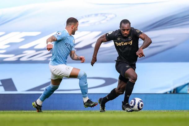 Walker contra Antonio / PHOTO: West Ham