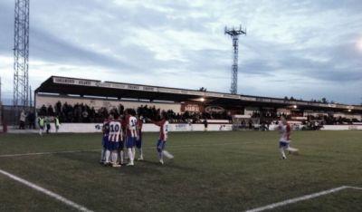 Los jugadores de la UD Barbastro celebrando un gol