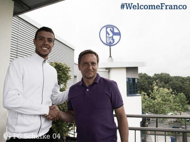 Atacante argentino Di Santo assina com Schalke 04 por quatro anos após deixar Werder Bremen