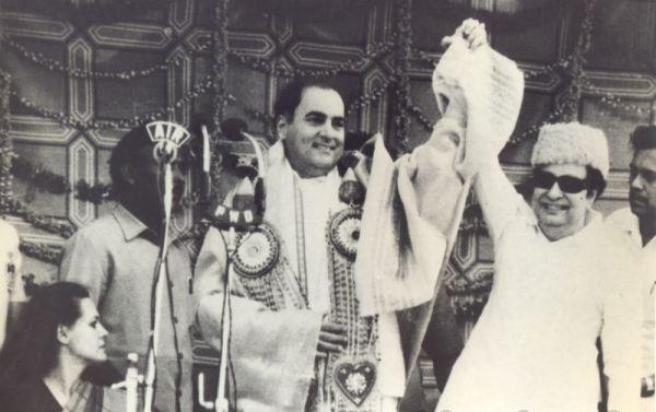 ராஜிவ்காந்தி எம்.ஜி.ஆர்