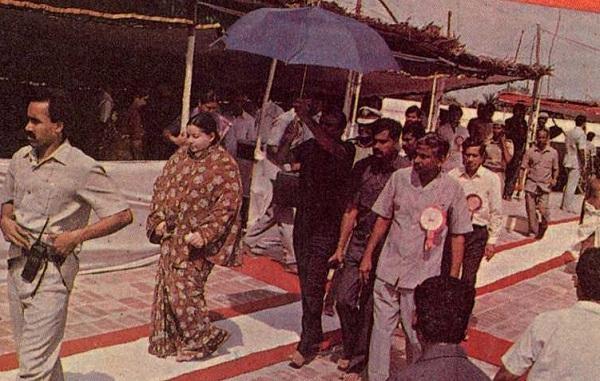 கும்பாபிஷேகத்திற்கு வருகை தந்த ஜெயலலிதா