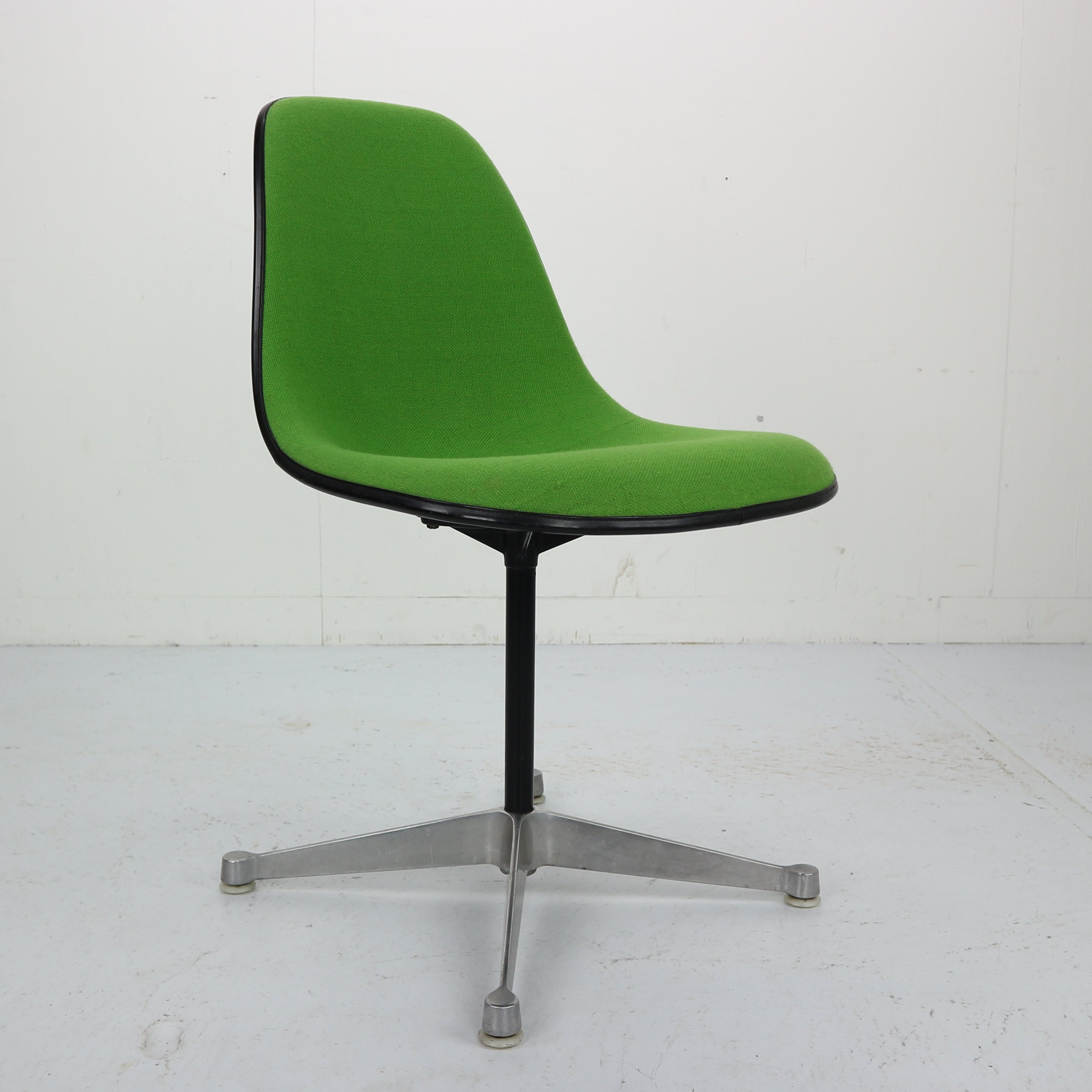 Upholstered Swivel Chairs Vintage Upholstered Contractor Base Eames Swivel Chair For Herman Miller
