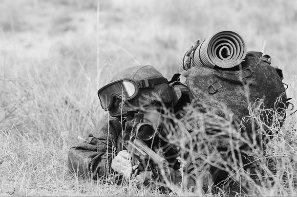 Министерство обороны обнародовало съемку начавшихся испытаний российской экипировки «солдата будущего». В состав комплекта входят около 40 модернизированных или созданных заново элементов. Испытания отслеживает специальная комиссия