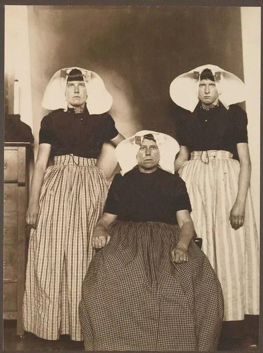 Three Dutch women. Portraits from Ellis Island, Augustus Sherman.