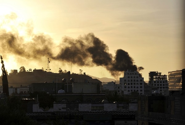 Smoke rises from a neighborhood near the Yemeni state TV headquarters during clashes between Yemeni troops and Shiite Houthi fighters in Sana'a, Yemen, 20 September 2014. (EPA/YAHYA ARHAB)