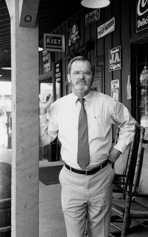 Dan Evins founder of Cracker Barrel highway empire dies
