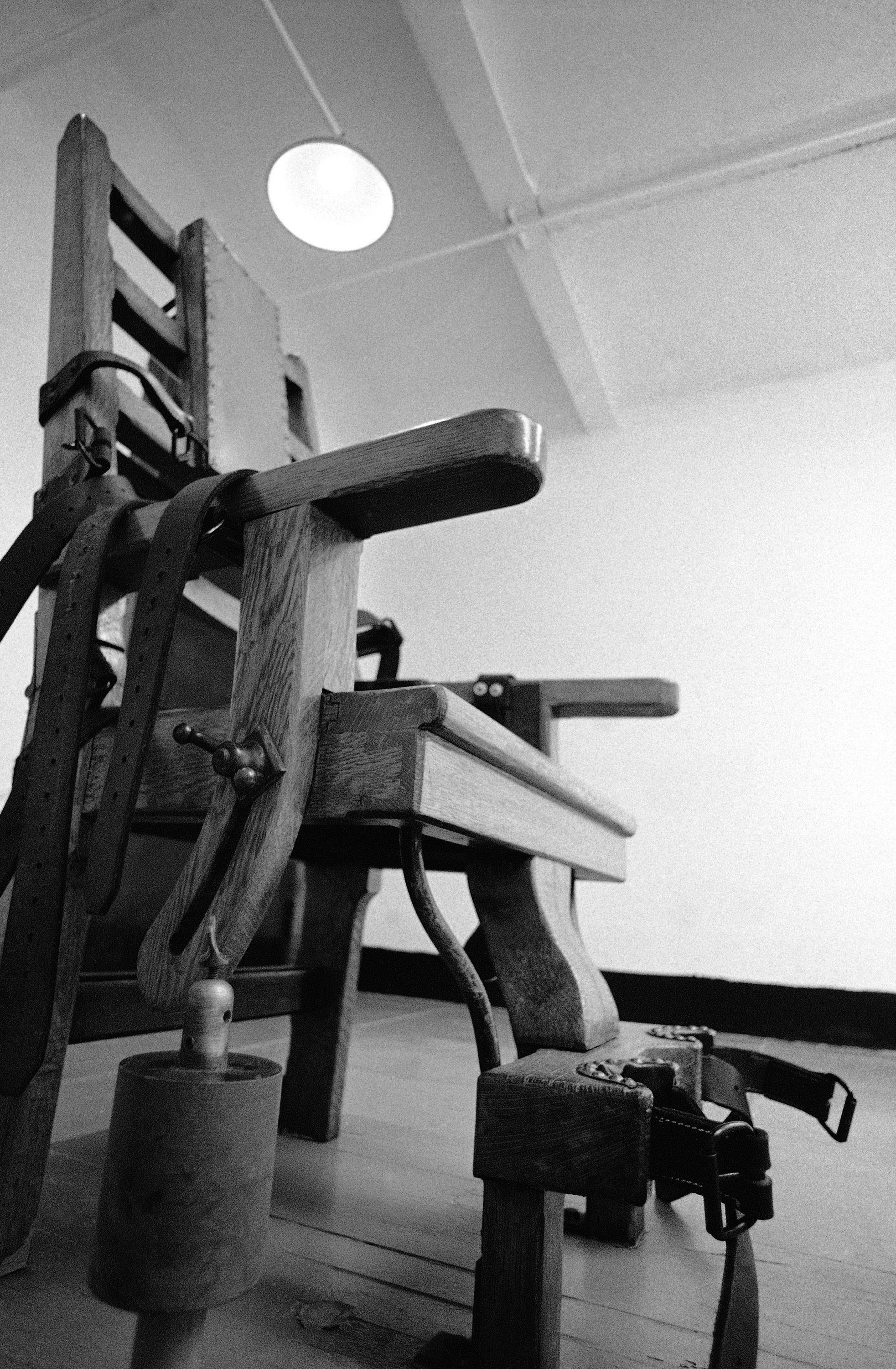 death by electric chair video metal accent effort to revive passes virginia house