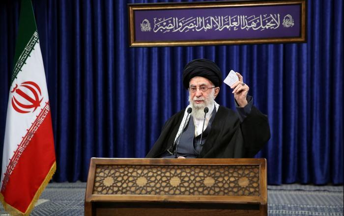 Le guide suprême iranien Ali Khamenei a annoncé qu'il interdirait l'importation de vaccins corona des États-Unis et de Grande-Bretagne dans le pays.  8 janvier 2021. Reuters