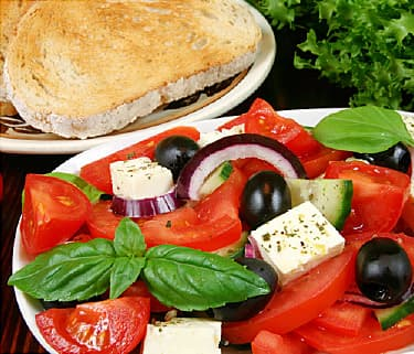 Mediterranean Diet Review: Foods & Weight Loss Effectiveness