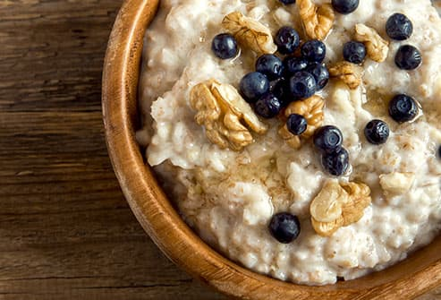 oatmeal with walnuts and blueberries