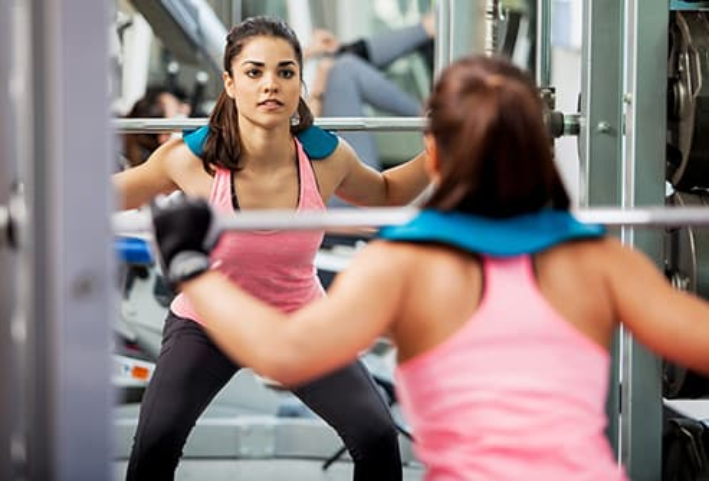 woman squatting free