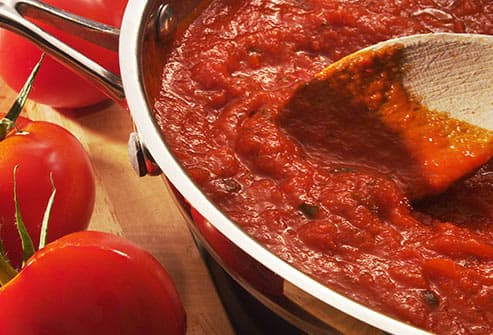 cooking tomato sauce