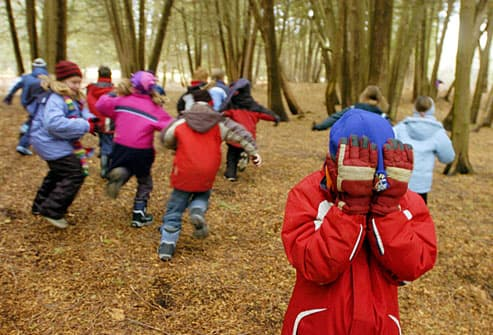 https://i0.wp.com/img.webmd.com/dtmcms/live/webmd/consumer_assets/site_images/articles/health_tools/winter_activities_fit_kids_slideshow/agefoto_rm_photo_of_kids_playing_hide_and_seek.jpg