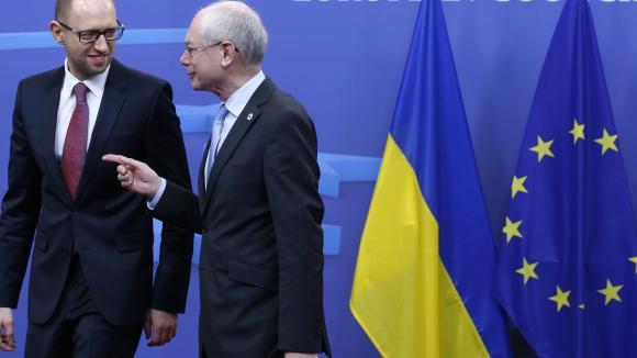 https://i0.wp.com/img.welt.de/img/ausland/crop125494005/0398626273-ci16x9-w580/Ukraine-s-Prime-Minister-Yatsenyuk-is-welcomed-by-European-Council-President-Van-Rompuy-ahead-of-a-European-leaders-emergency-summit-in-Brussels.jpg