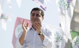 Selahattin Demirtas, Co-Vorsitzender der prokurdischen Demokratischen Partei der Völker (HDP). Er wird jetzt von Medien beschimpft, weil er ein Brot mit Schweinespeck darauf aß