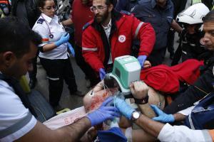 https://i0.wp.com/img.welt.de/img/ausland/crop150528125/1826603292-ci3x2s-w300-ai2x3l/Israeli-medics-give-emergency-treatment.jpg