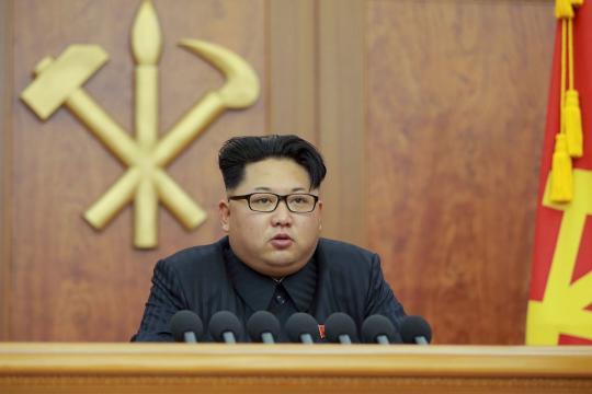 https://i0.wp.com/img.welt.de/img/ausland/crop150528910/3009735774-ci3x2l-w540/North-Korean-leader-Kim-Jong-Un-gives-a-New-Year-s-address-for-2016-in-Pyongyang.jpg