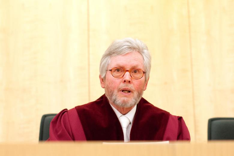 Wesentliche Entscheidungen lägen in der Bundesrepublik in den Händen des Parlaments, sagt Michael Bertrams, von 1994 bis 2013 Präsident des NRW-Verfassungsgerichtshofs