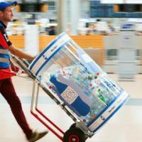 Warum ist eine Flasche Wasser am Flughafen so teuer?