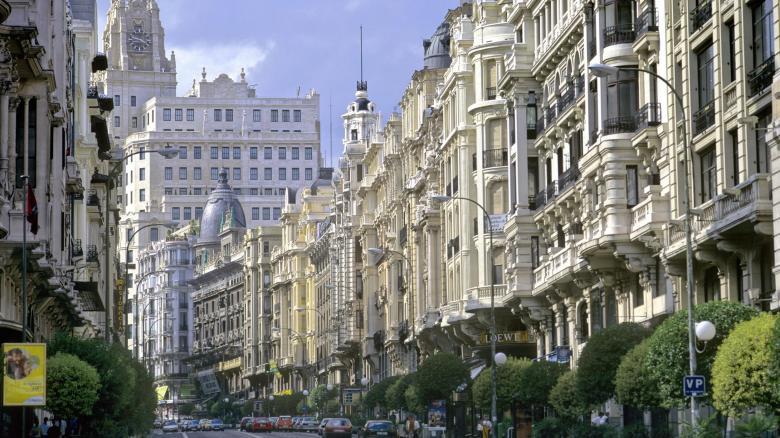 Die Madrider Prachtstraße Gran Via: Hier wechselten in den vergangenen Monaten Immobilien für insgesamt 1,1 Milliarden Euro den Besitzer