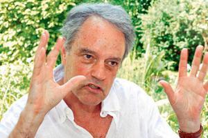 Walter Hollstein ist ein Schweizer Soziologe. Er lebt seit 2007 als freier Autor in Basel und hat zahlreiche Bücher über die Geschlechterrolle von Mann und Frau geschrieben