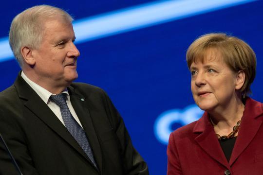 Nicht immer einer Meinung, aber aufeinander angewiesen: Bundeskanzlerin Angela Merkel (CDU) und der bayerische Ministerpräsident Horst Seehofer (CSU)