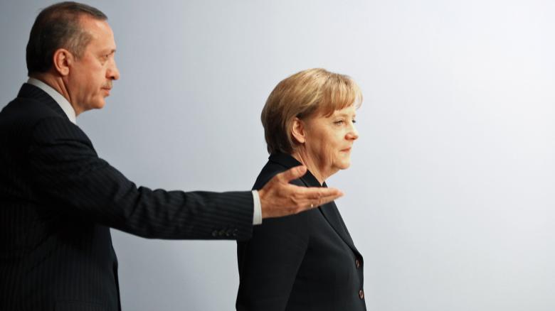 In der Bosporus-Falle: Der türkische Präsident Erdogan bedrängt die deutsche Politik