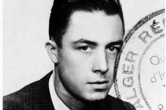 """Albert Camus verstand sich als """"Franzose aus Algerien"""": Dieses Foto benutzte er auf seinem Presseausweis"""
