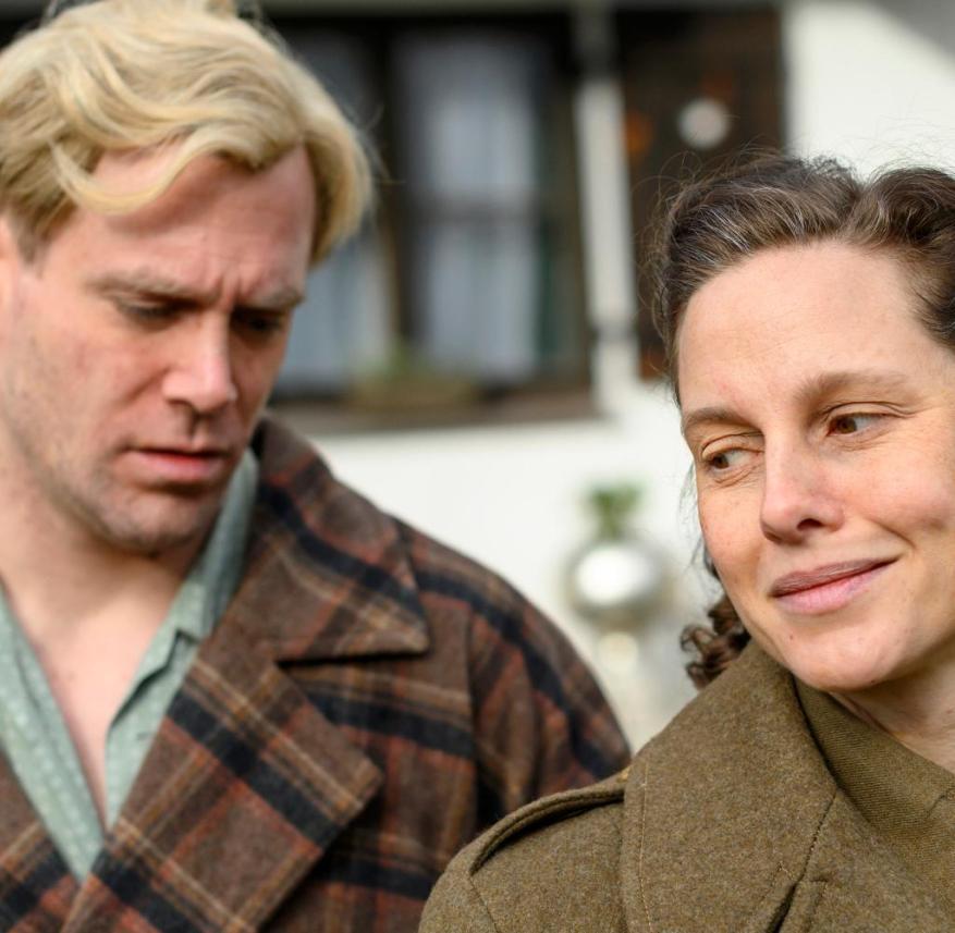 Picco von Groote (r.) As Hansi Burg and Ken Duken as Hans Albers in the ARD documentary drama
