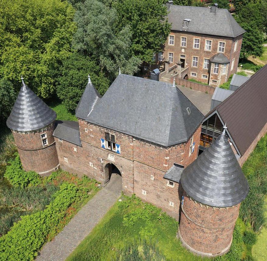 Vondern Castle in Oberhausen-Osterfeld (Ruhr area, North Rhine-Westphalia)