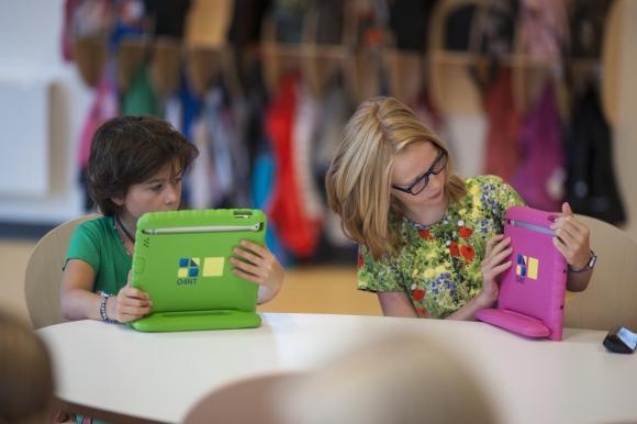 Zu Beginn fällt es manch einem Kind gar nicht so leicht, mit der Technik umzugehen.