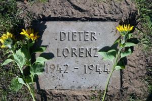 Das Grab von Dieter Lorenz liegt auf dem Friedhof Nord-West in Lüneburg, es gehört zu einer Kriegsgräberstätte.