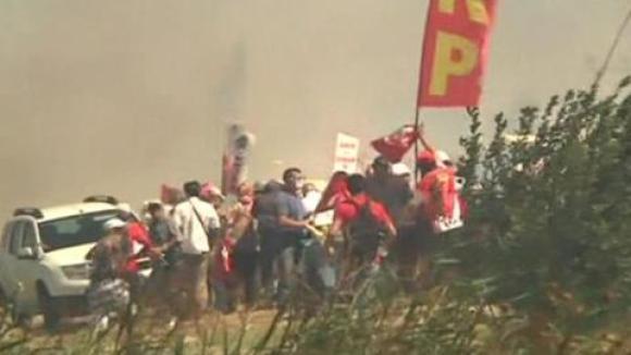 Sicherheitskräfte hatten das Gerichtsgebäude in der Nähe von Istanbul weiträumig abgesperrt und waren dann mit Tränengas gegen die Demonstranten vorgegangen