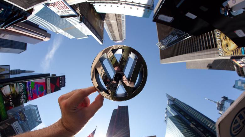 https://i0.wp.com/img.welt.de/img/wall-street-journal/crop111088204/2799402654-ci16x9-w780/Volkswagen-Logo-vor-Wolkenkratzern-in-Manhattan-2-.jpg