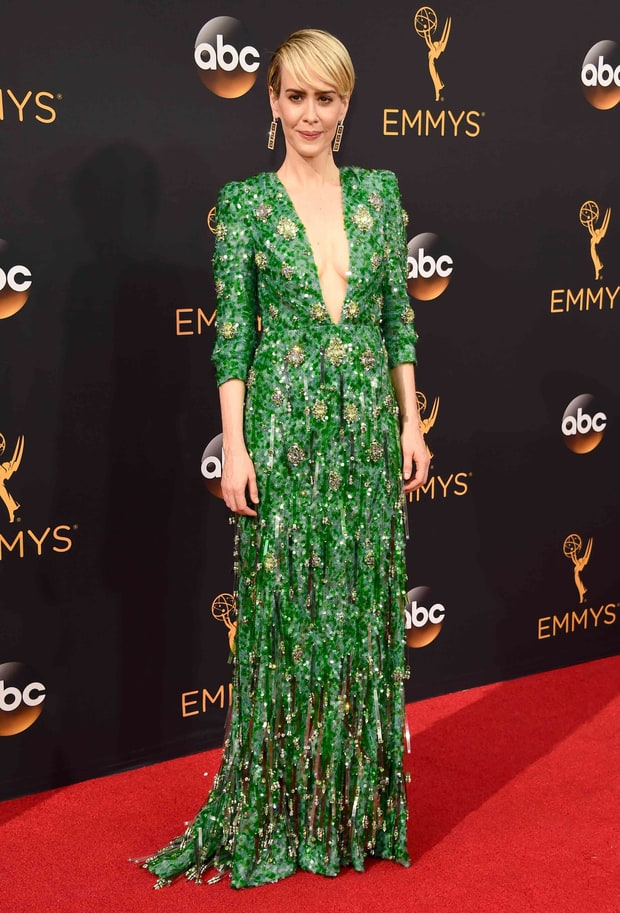 We all have those celebs who are hit-or-miss for us on the red carpet (Kerry, Kirsten, I'm looking at you). Sarah Paulson is one of mine, but when she looks incredible she looks really incredible. I love a nice vibrant green and Sarah, Tina and Amy were looking like the queens of the Emerald City last night. There are so few times you can wear a gown embroidered in crystals and stones, you know?
