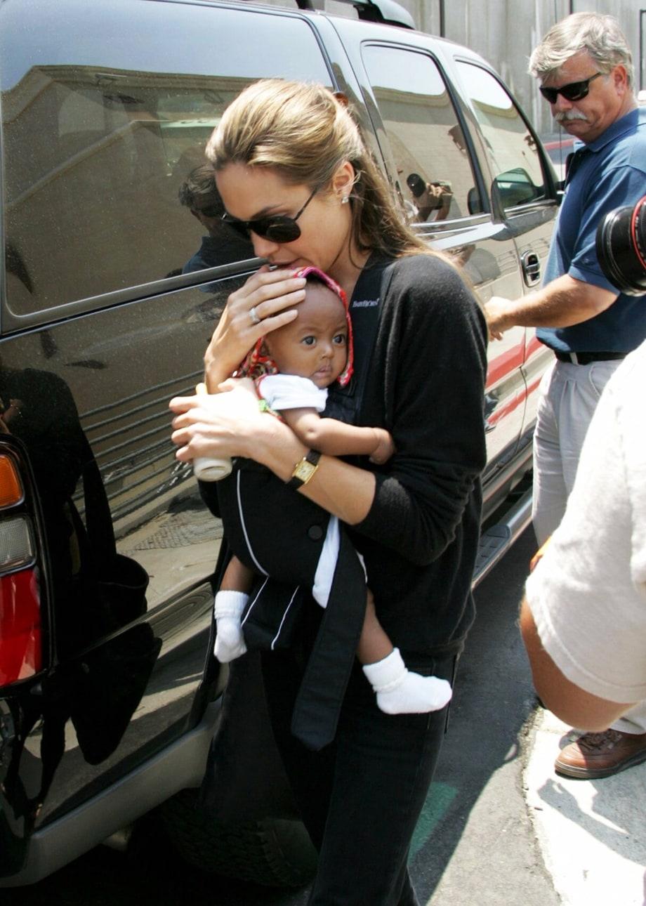 July 2005 Pitt Jolie Head to Ethiopia Together  Brad