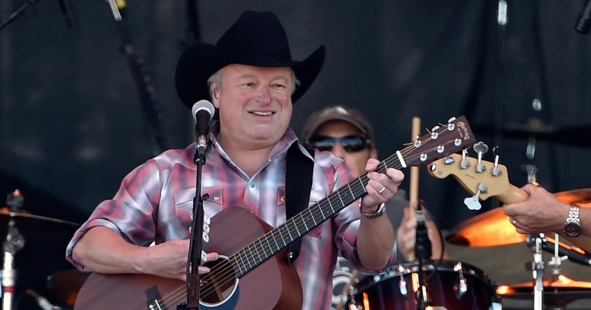 Watch Mark Chesnutts Poignant Merle Haggard Tribute Video  Rolling Stone
