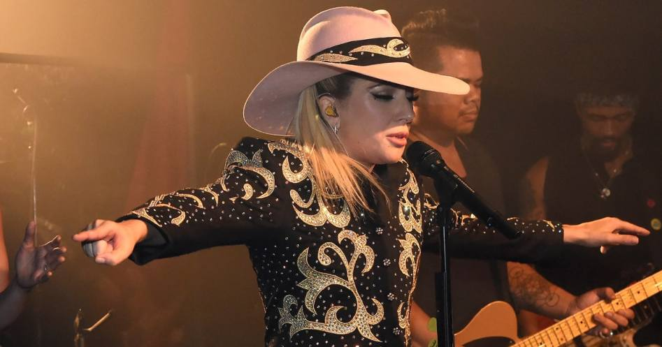 Show de Lady Gaga en un bar de Nashville.