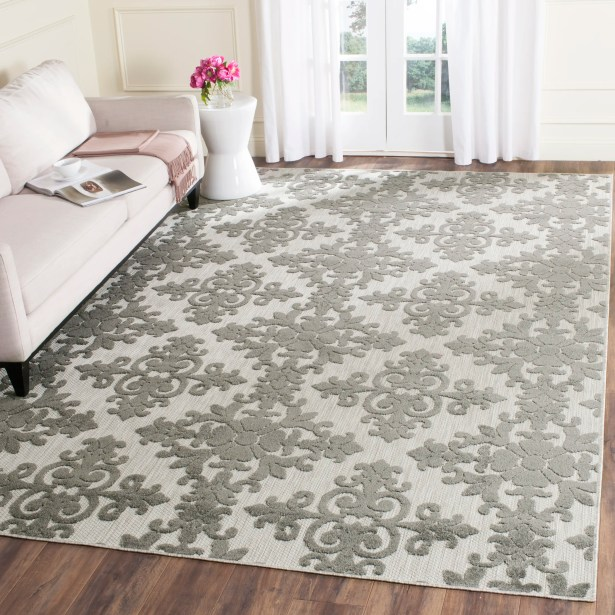 Clarence Traditional Indoor/Outdoor Area Rug Rug Size: Rectangle 5'3