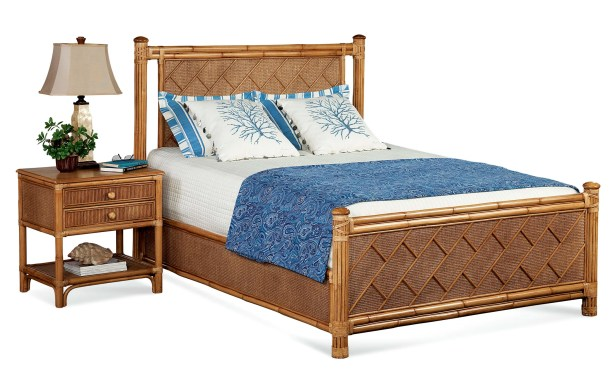 Summer Retreat Chippendale Panel Bed Color: Java, Size: King