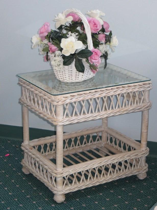 Rosado End Table Color: Whitewash, Size: 18.5