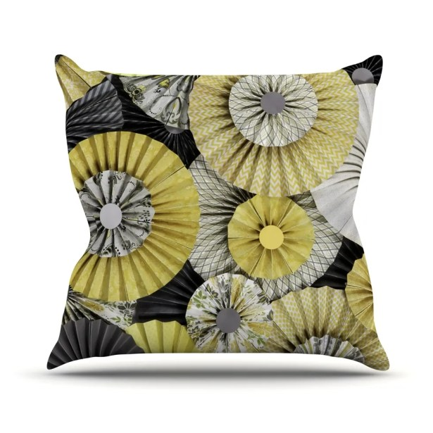 Daffodil Outdoor Throw Pillow Size: 26