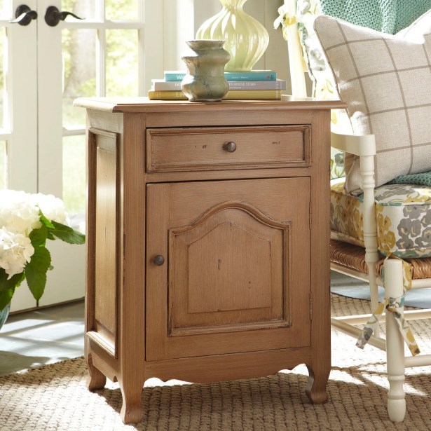 Cassandra Side Table Color: Wheat