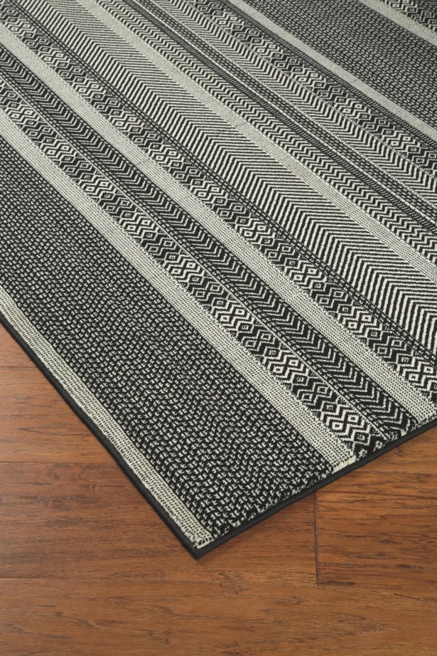 Reade Black/Cream Area Rug Rug Size: Rectangle 5'3