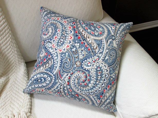 Galiano Paisley Indoor/Outdoor Pillow Product Type: Throw Pillow