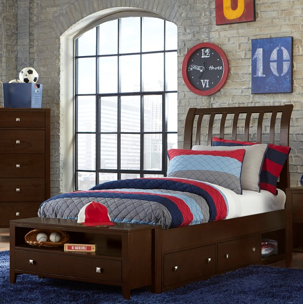 Granville Rake Storage Sleigh Bed Color: Chocolate, Size: Queen