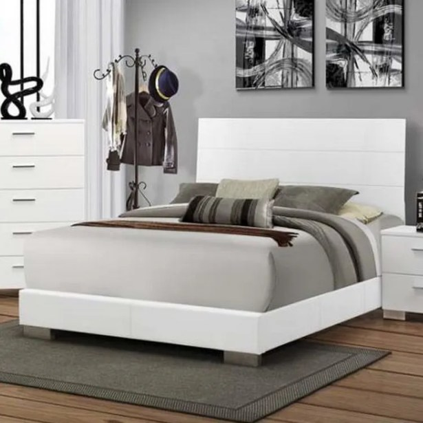 Gibby Panel Bed Size: Eastern King